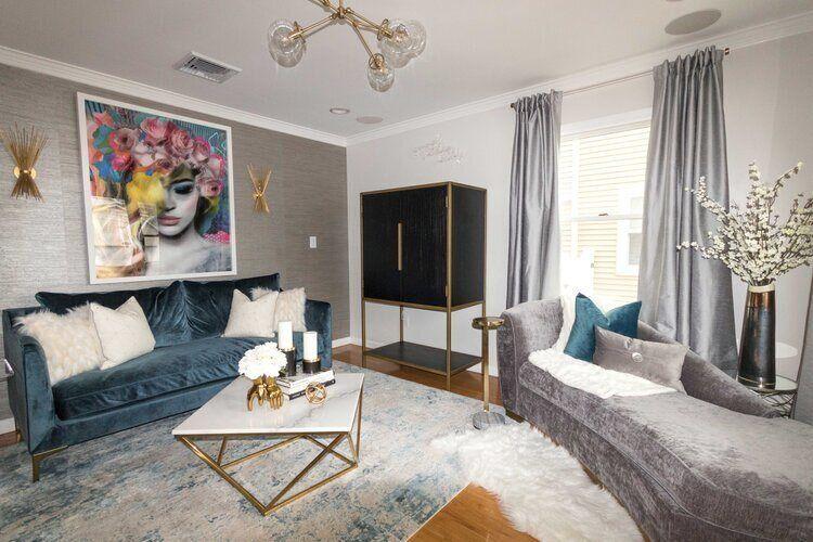 livinging-room-with-blue-velvet-sofa-gold-vase-with-white-flowers