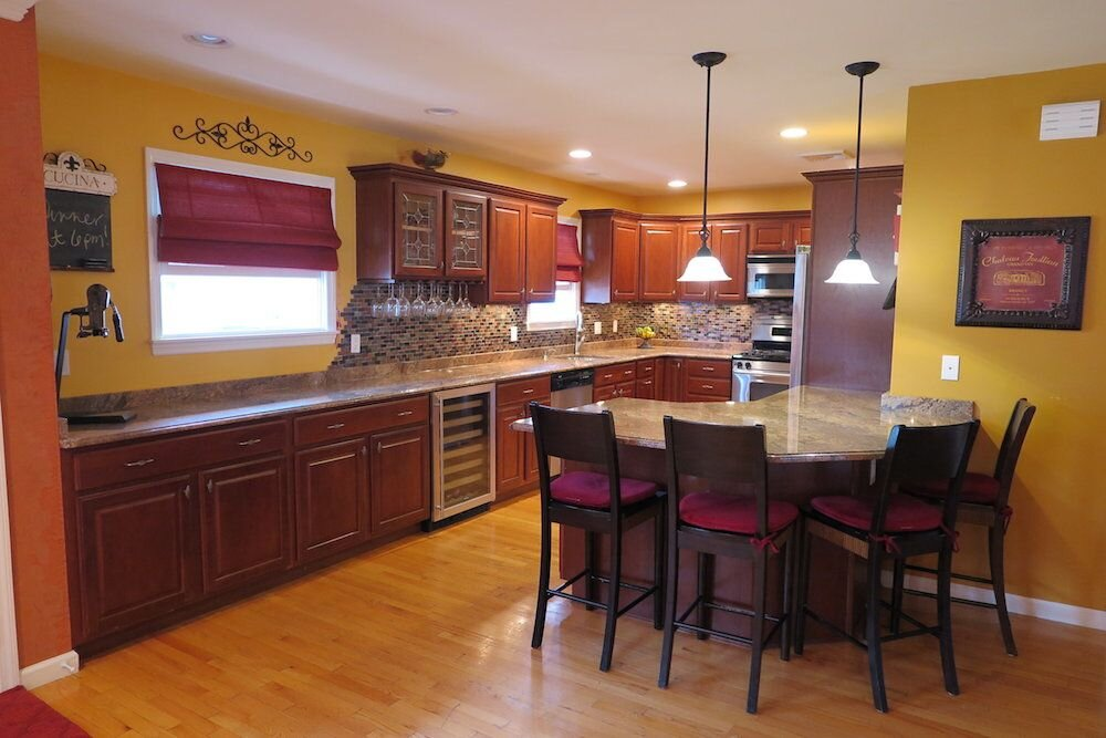 tuscan-kitchen-with-sangria-granite-countertop