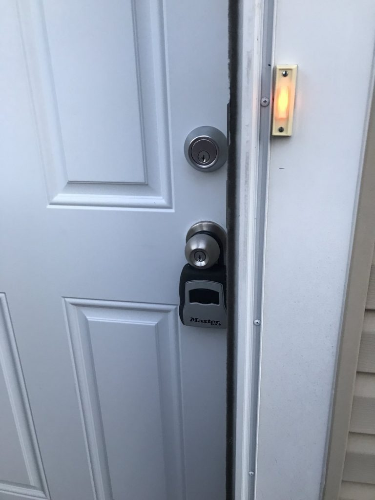 lockbox-outside-airbnb
