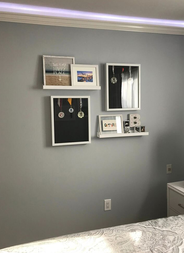 beach-california-shadow-box-gallery-wall-in-bedroom-600x825