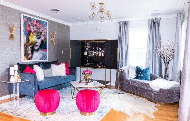 iq-design-living-room-with-grasscloth-wallpaper-800x508