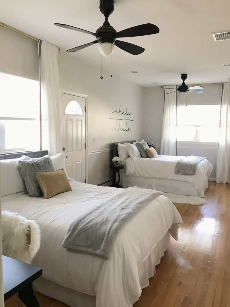 neutral-airbnb-room-design-in-ny-with-classic-gray-walls